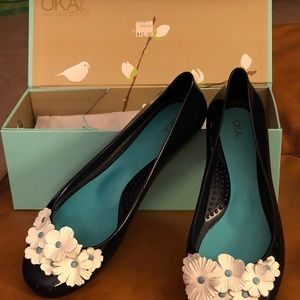 Black Patent Leather Shoes with Flower detail